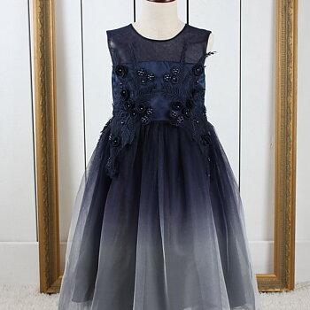 Marinblå prinsessklänning i tyll med blommor och broderi lång