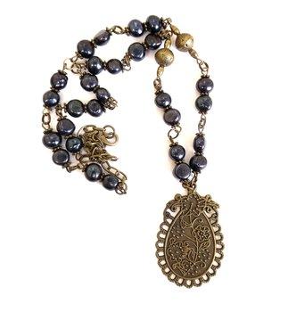 Halsband med odlade pärlor