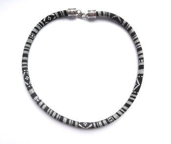 Halsband i etno stil