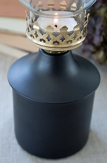 A Lot Decoration Iris Oil Lamp Black