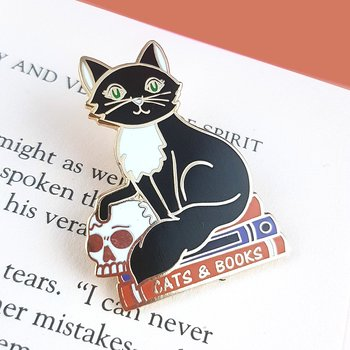 Cats and books : Enamel Pin