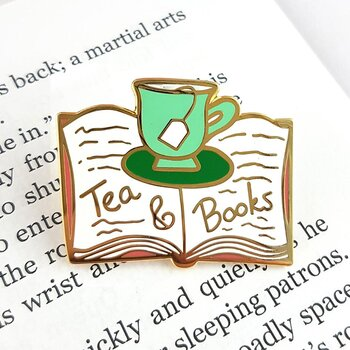 Tea and books : Enamel Pin
