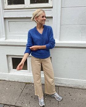 Stockholm Sweater V-Neck DK