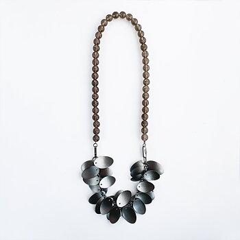 Halssmycke med silverblad