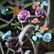 Rosen blomslinga med ledbelysning